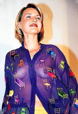 Юлия Бордовских в прозразной блузке