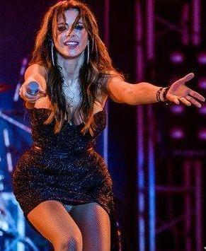 Ани Лорак засвет на концерте